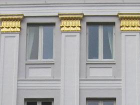 Vergoldung an den Säulen