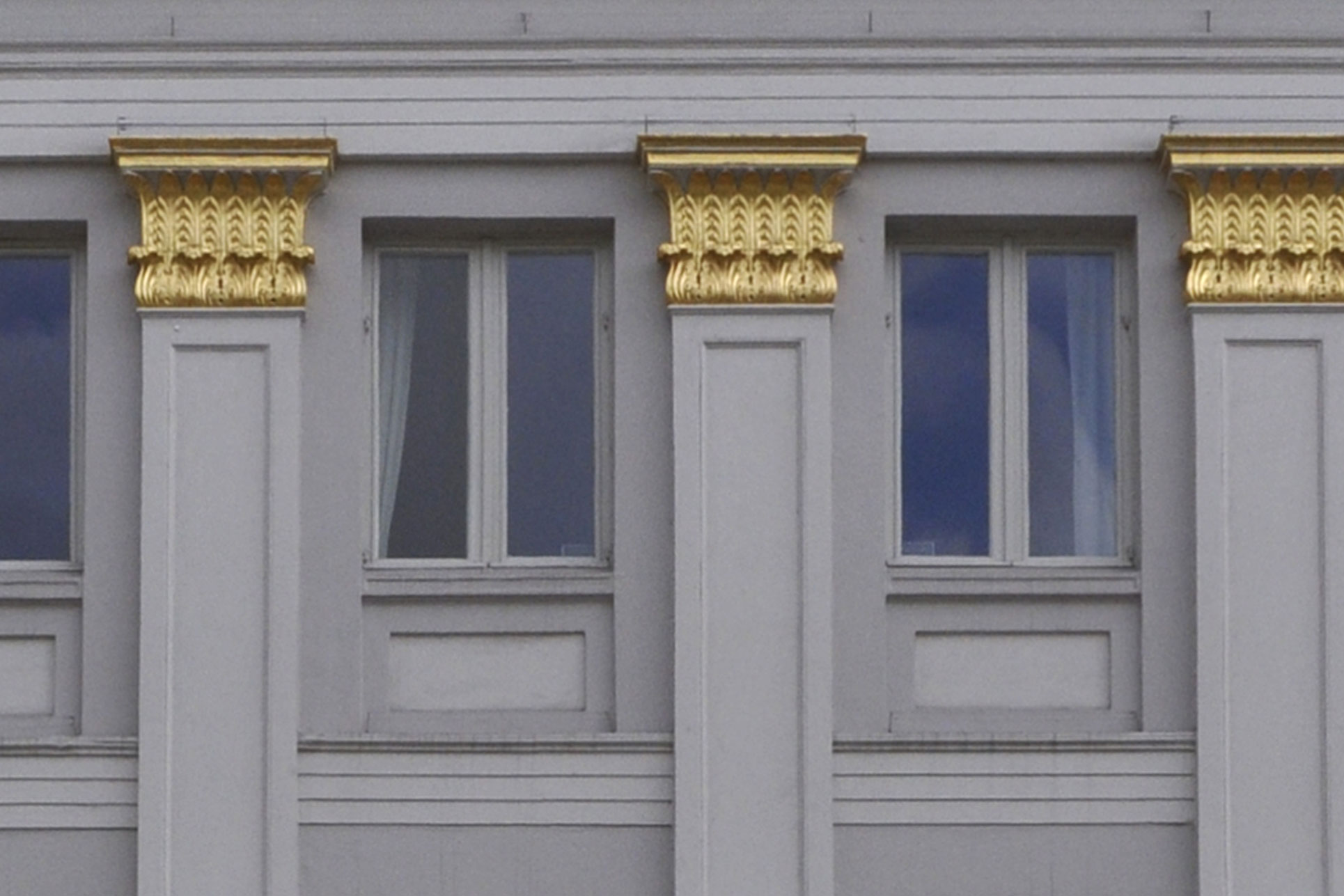 Das Arbeiten mit Blattgold erfordert eine fachgerechte Ausführung, damit eine lange Haftung gewährleistet ist. Diese Arbeit kann nur von einem gut ausgebildeten Gesellen ausgeführt werden.