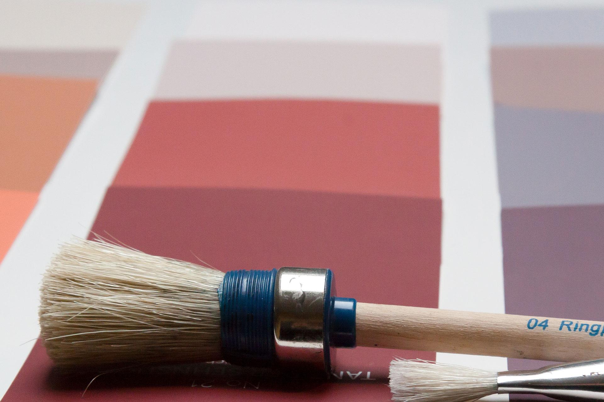 Wohnraumgestaltung Dekorative Beschichtungen Tapezierarbeiten Zierprofile Lackierungen Anstriche